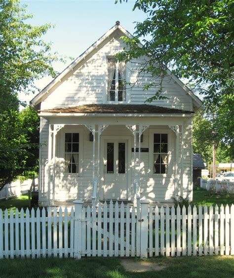 White House Cottages by 10 Favorites Picket Fences That Remind Us Why We Summer Cottages Gardenista