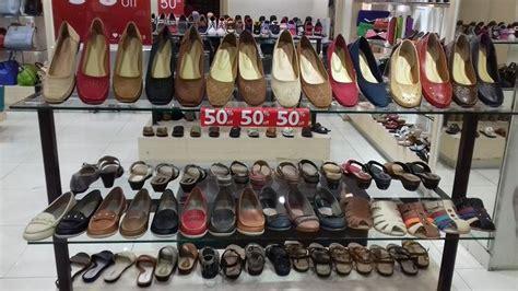Sepatu Merk Buccheri sandal cantik merek gabino ini diskon 50 persen di