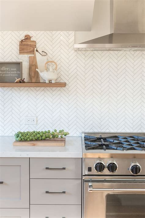 backsplash kitchens 25 best ideas about herringbone backsplash on
