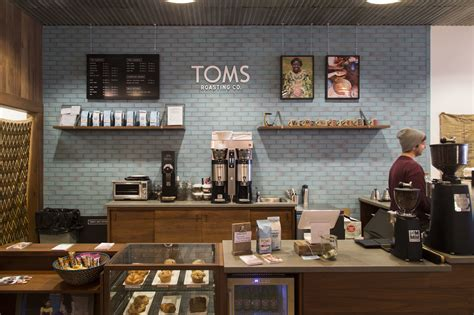 Shop For A Cause Toms Shoes by Tom S Shoes Shopping In Wicker Park Chicago