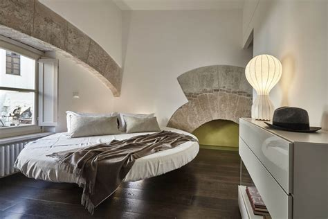 camere da letto con letto rotondo letto rotondo fluttua un letto rotondo dal grande effetto