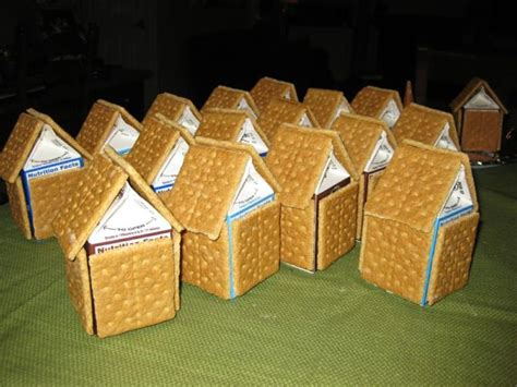 graham cracker house ideas 25 best ideas about gingerbread decorations on pinterest