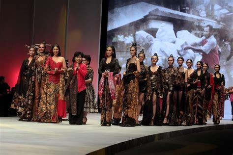 foto busana kebaya batik indonesia com busana rancangan anne avantie di ifw 2015 yang tersisa