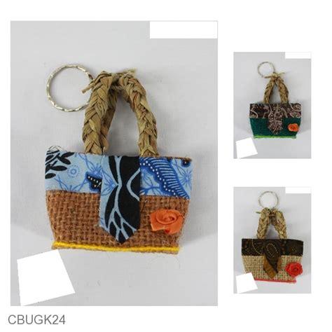 Gantungan Kunci Bunga Tempelan Bunga gantungan kunci tas goni bunga motif batik kepulauan gantungan kunci etnik murah batikunik