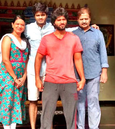 actor vijay biodata family vijay deverakonda profile biography family photos and wiki