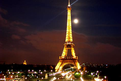 eiffel tower globe tourer global tourist destinations top tourist