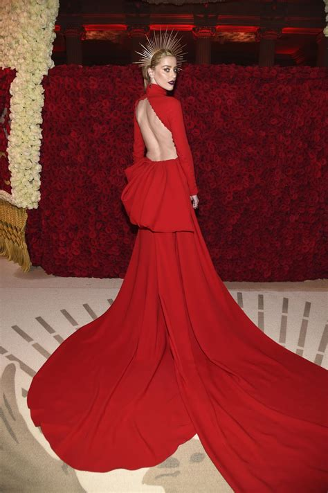 vogue and the metropolitan amber heard at heavenly bodies fashion the catholic imagination costume institute gala at
