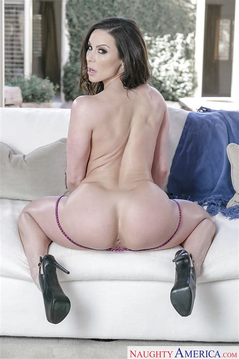 Brunette Milf Babe Kendra Lust Showing Off Nice Ass And