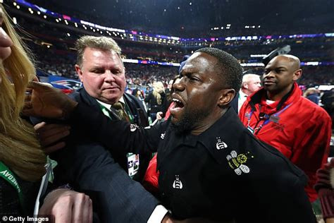 kevin hart vip kevin hart held up by security to party with patriots