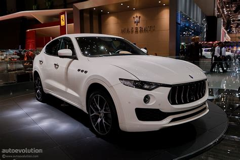 maserati jeep maserati levante suv looks like a ghibli on stilts in