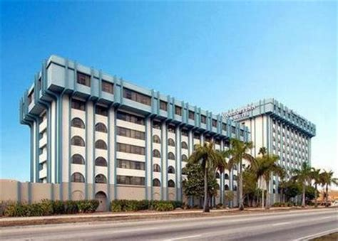 comfort inn miami fl comfort inn and suites airport miami deals see hotel