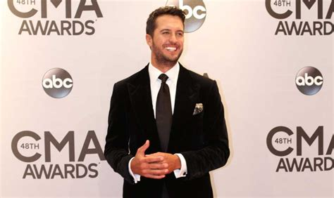 luke bryan fan club luke bryan debuts new song to fan club