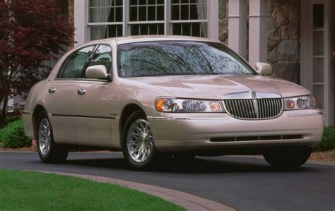 value of 2000 lincoln town car 2000 lincoln town car overview cargurus