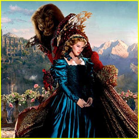 lea seydoux beauty and the beast trailer lea seydoux is belle in french beauty the beast movie