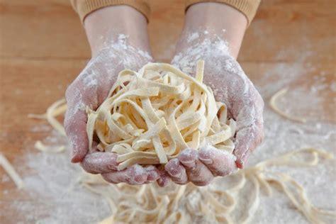 come fare la pasta sfoglia in casa come fare la pasta in casa senza uova mamma felice