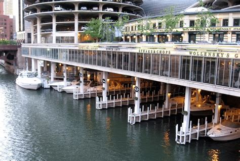 carefree boat club of chicago waterfront dining and a day of boating go hand in hand in