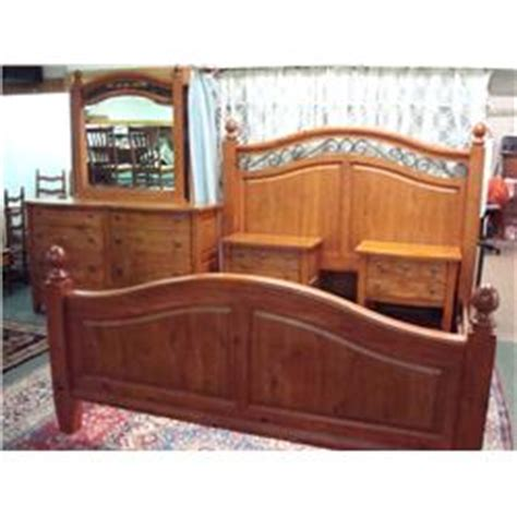 broyhill pine bedroom furniture broyhill continental tapestry pine bedroom set