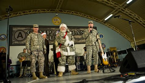santa claus usa army december 2010 army photos year in photos