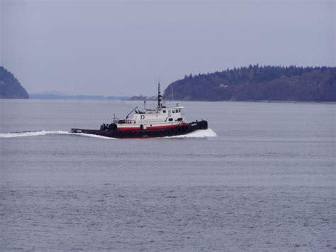 tugboat sound puget sound tugboat photo files 1567734 freeimages