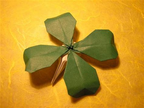 Origami Four Leaf Clover - origami for everyone