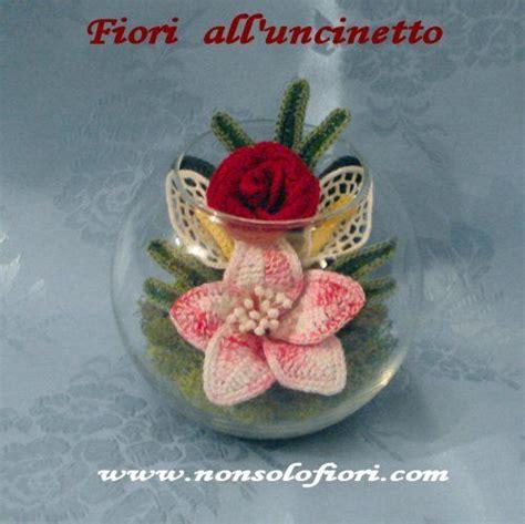 fiori natalizi all uncinetto composizione di fiori all uncinetto in vaso di vetro www