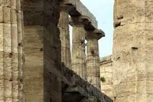 schwarzer tempel eingang die italienreise paestum