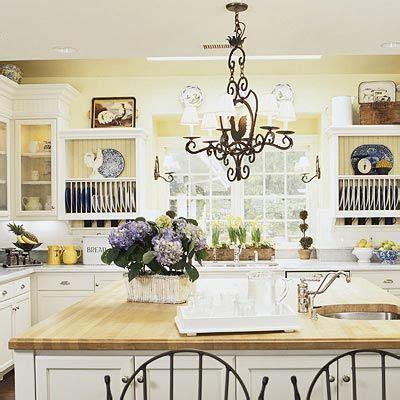pale yellow kitchen cabinets best 25 yellow kitchens ideas on yellow