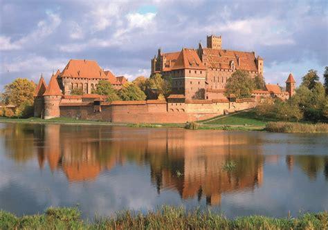 Inspiring Offices by Malbork Castle Isocarp
