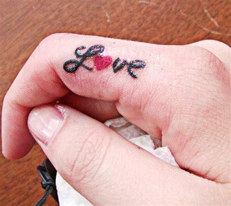 手指上love爱心纹身第2页