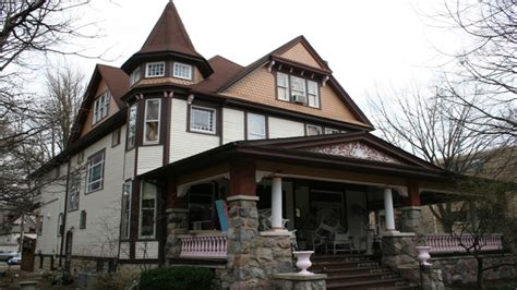 queen anne style home queen anne style home tudor style homes early 1900s house