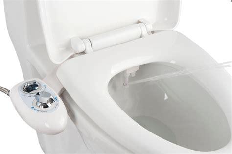 Le kit abattant toilette japonaise intègre une douchette