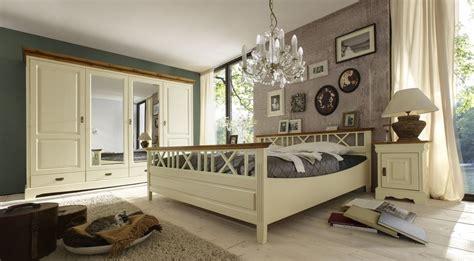 schlafzimmer massivholz landhausstil schlafzimmer landhausstil blau haus ideen