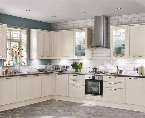 kitchen furniture uk greenwich shaker kitchen range shaker kitchens howdens