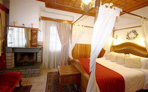 hotel con camino con camino montagna