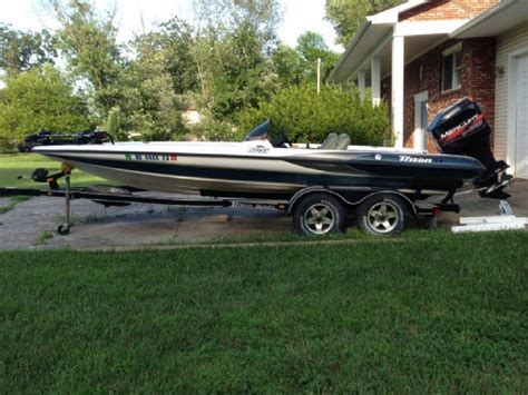 bass boats for sale md 21 feet 1999 triton tr 021 bass boat white blue for sale