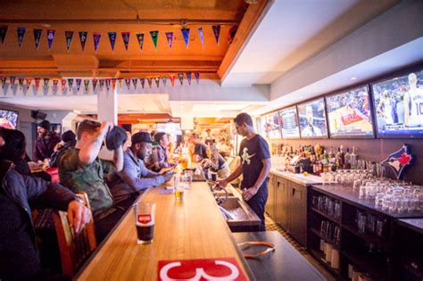 top 10 bars toronto the top 10 bars to watch a raptors game in toronto