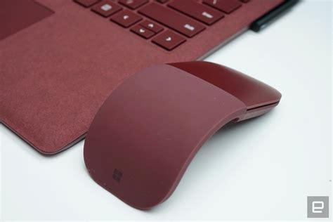 Microsoft Surface Mouse 2017 New Arc Mouse Warna Cobalt Blue 微軟也為新筆電推出了搭配的 surface arc 無線滑鼠 動手玩