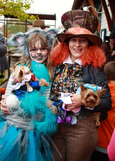 and owner costumes bayview corner s mutt strut was paws itively awesome whidbey magazine