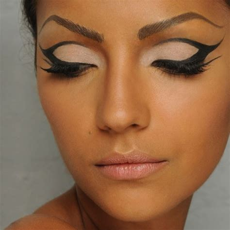 Make Up Ls by Make Up Made Easy Achieve A Cat Eye Look In Spire Ls