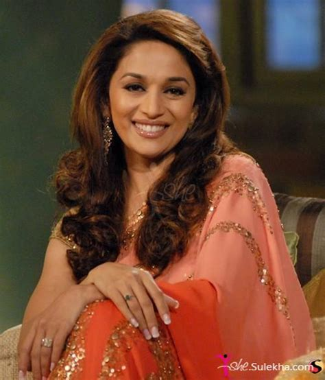 madhui dixit latest updo and hair styles long curly hairstyle of madhuri dixit photo picture 351