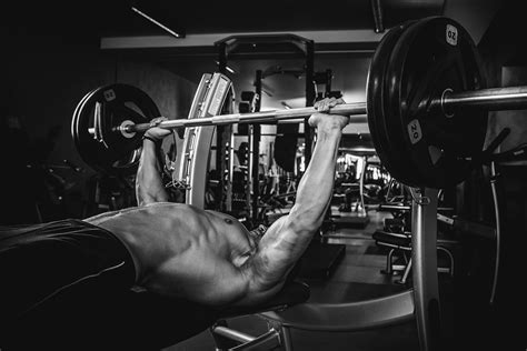 bench press plateau 8 quick fixes for a bench press plateau mindtomusclefitness