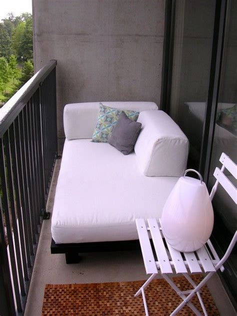 diy cuddle couch 25 best ideas about twin mattress couch on pinterest