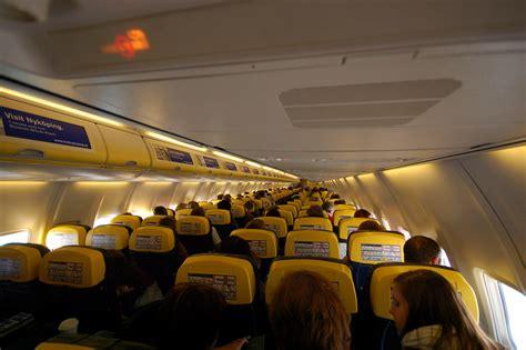 ryanair cabin file ryanair aircraft cabin 2 jpg