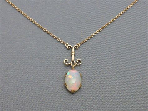 9ct gold and opal pendant and chain 270729