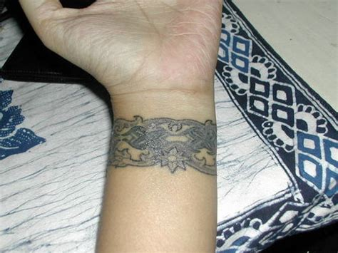 35 wonderful celtic tattoo on wrists