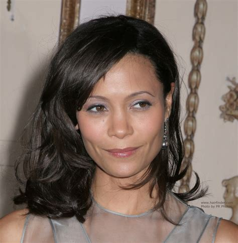 the famous newton s cradle medium thandie newton with medium length hair shoulder length hairstyle that flips up