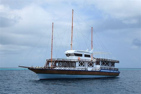 live aboard boats for sale liveaboard boats for sale reduced price 11 room