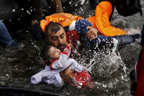 overcrowded refugee boat 500 refugees from africa drown as their overcrowded boat