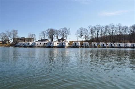 Smith Mountain Lake Houseboat Rentals