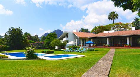 imagenes de casas con jardines grandes casa en renta vacacional descanso vacaciones alquiler fin